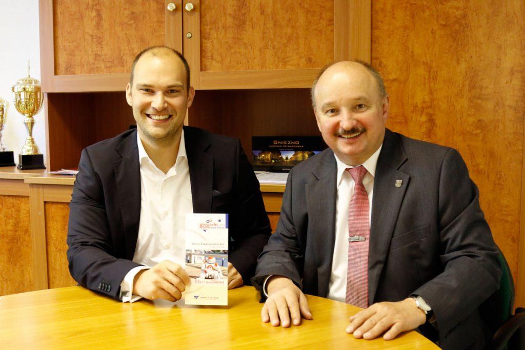 Siegmund Trebschuh (rechts) und Marcel Penquitt laden zum Besuch der Wirtschaftswoche ein