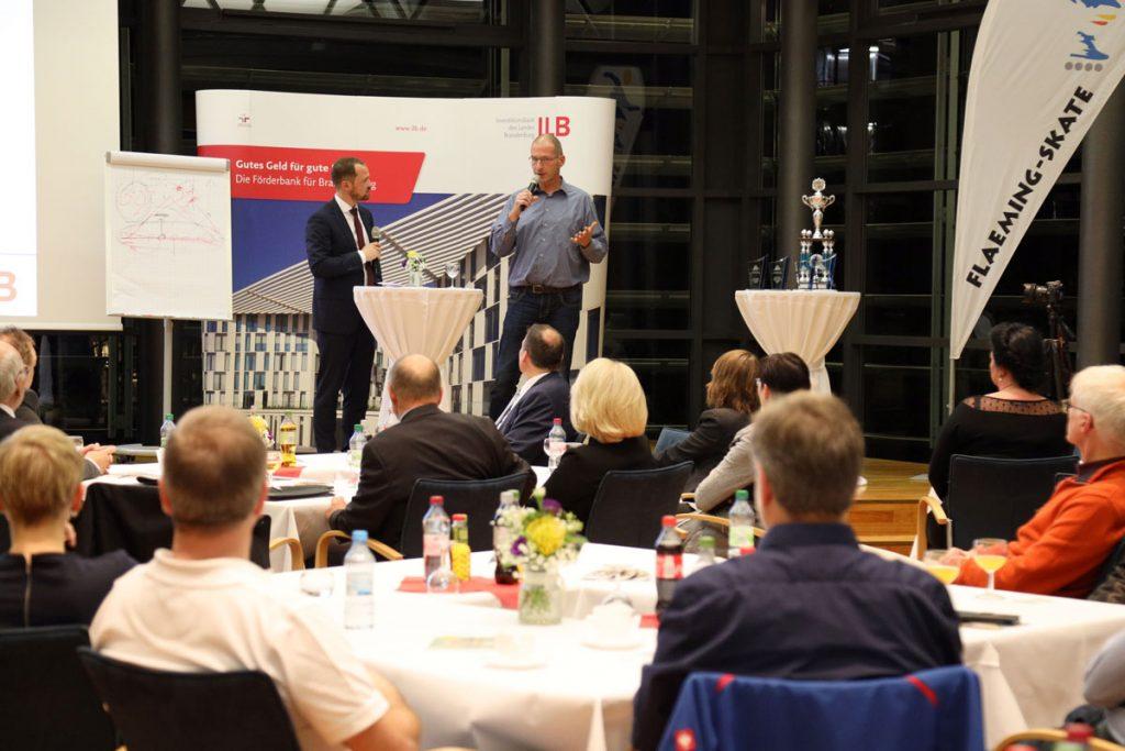 Förderberater Tilo Hönisch (links) im Interview mit Bäckermeister Stephan Sembritzki