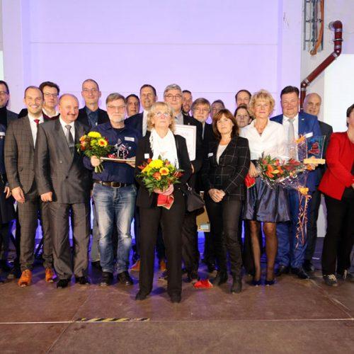 Gruppenbild der Sieger mit der Jury