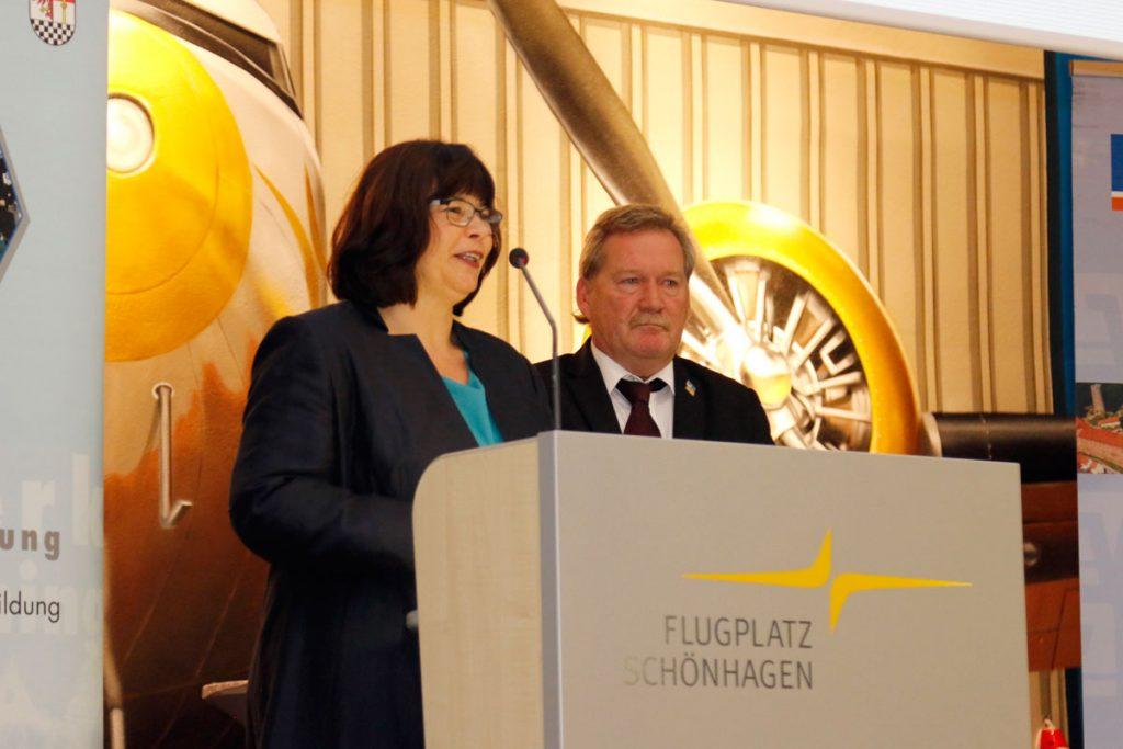 Vilma Trempler und Randolf Kluge sind die Organisatoren des Wirtschaftspreises