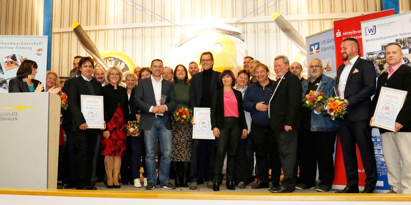 Preisträger, Jury und Laudatoren vereint auf der Bühne