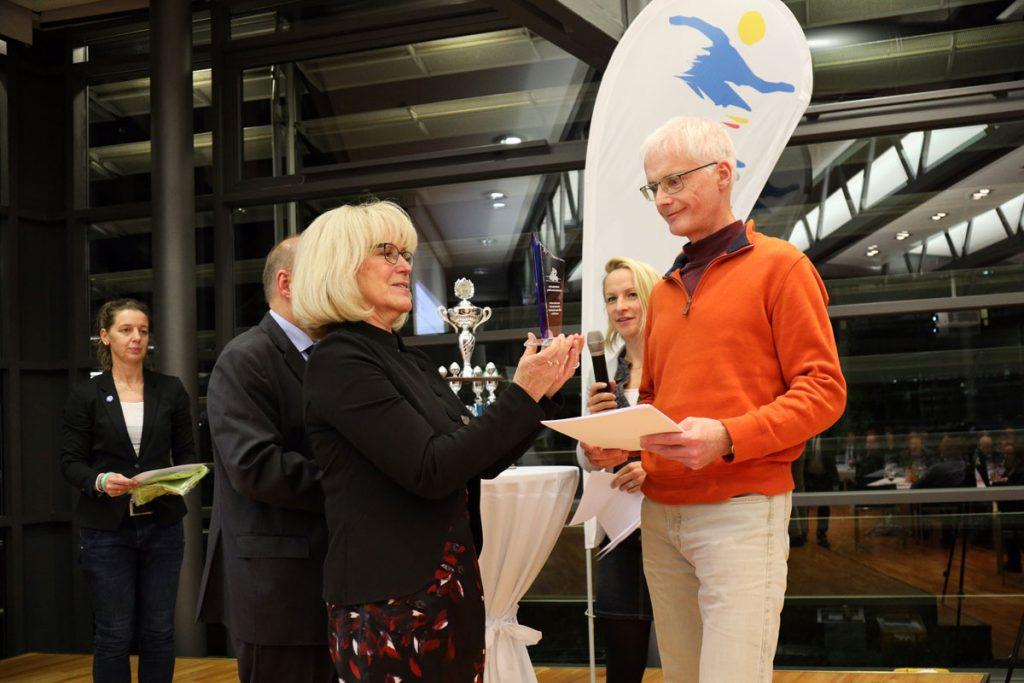 Auszeichnung Stadtradeln an Frank Arnold vom Team Rolls-Royce Deutschland
