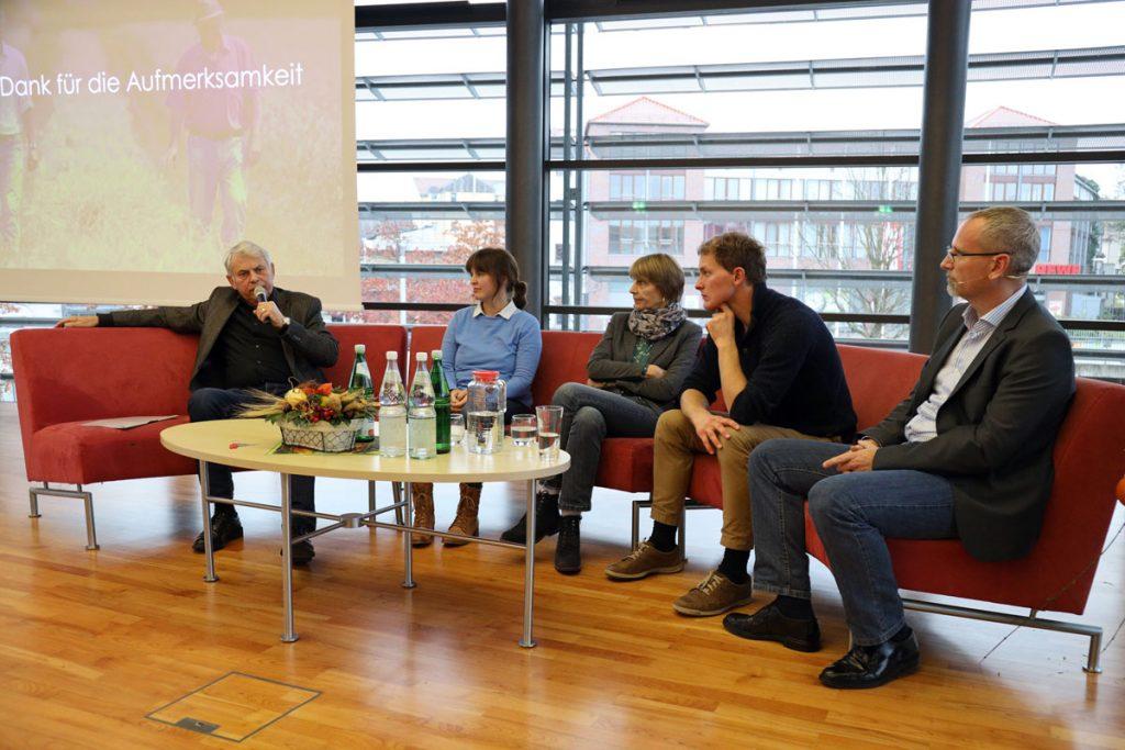 Podiumsrunde 2 mit Uwe Buba, Jana Gäbert, Belinda Minkwitz, Sebastian Klass und Johann Meierhöfer (von links)