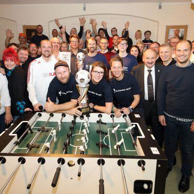 Gruppenbild der Teilnehmer am 3. Kicker Cup