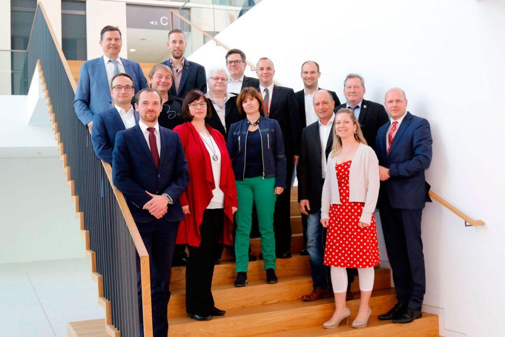Vertreter der Jury und der ILB gemeinsam mit Vorjahressiegern