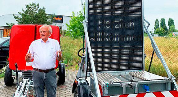 Wolfgang Herold ist Geschäftsführer der Trebbiner Fahrzeugfabrik, die sich auf Verkehrssicherungsanhänger spezialisiert hat.