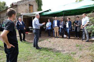Die Jury am geplanten Standort der Außenküche