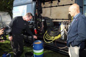 Mithilfe von Spezialharz wird das Wasser aufbereitet